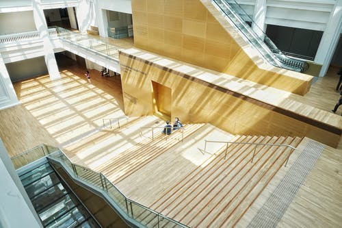Foto d'estoc gratuïta de arquitectura, assegut, contemporani, disseny arquitectònic