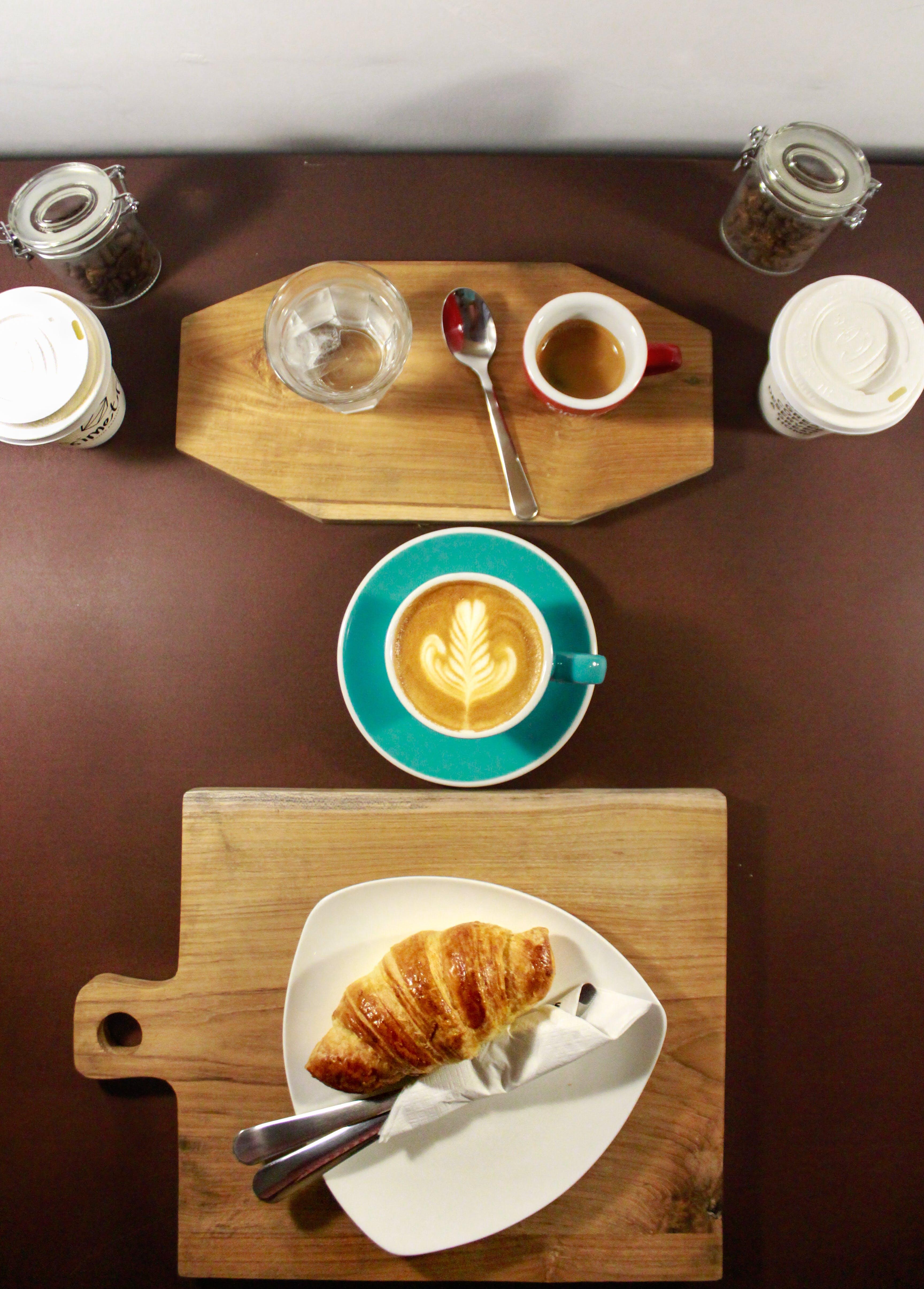 Ilmainen kuvapankkikuva tunnisteilla cappuccino, croissant, Espresso, flatlay