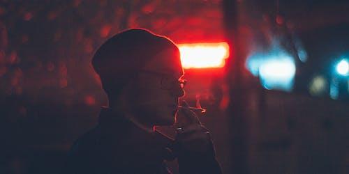 Fotobanka sbezplatnými fotkami na tému cigareta, človek, fajčiar, muž