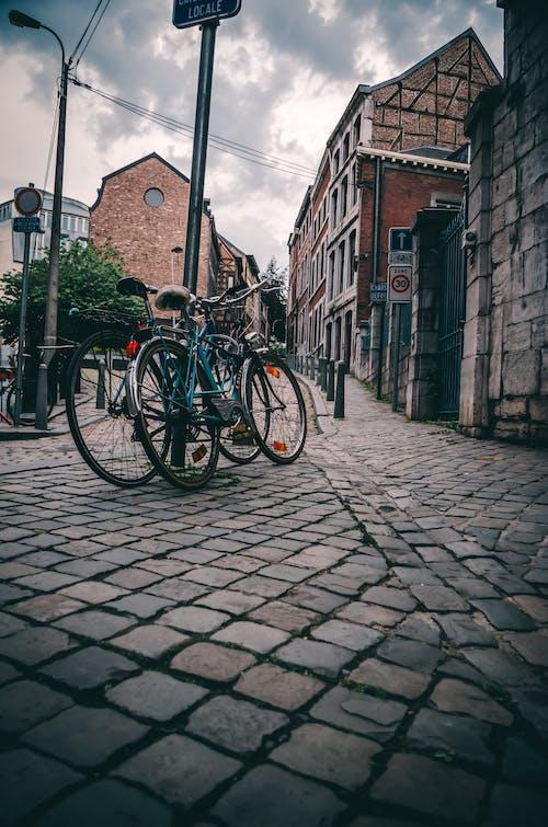 Belçika, binalar, bisiklet, kaldırım içeren Ücretsiz stok fotoğraf