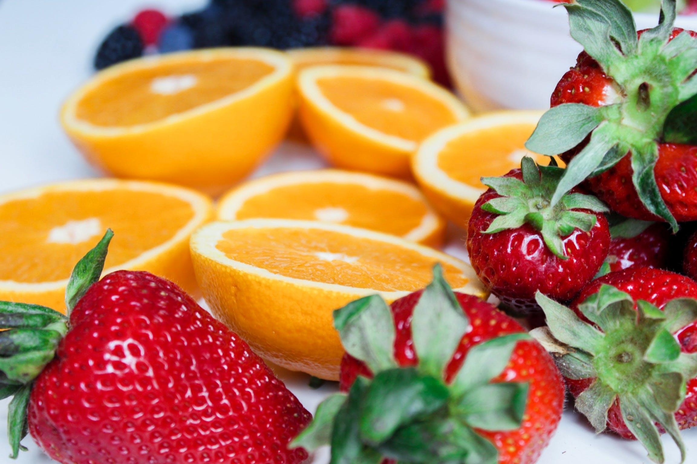 Kostenloses Stock Foto zu beeren, bunt, erdbeeren, farben