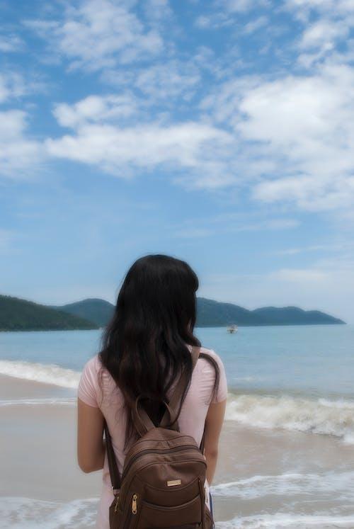 Základová fotografie zdarma na téma asijská holka, modrá, modrá obloha, pláž