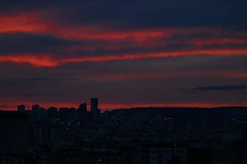Immagine gratuita di Basilica del Sacro Cuore di Parigi, cielo azzurro, cielo nuvoloso, cielo rosso