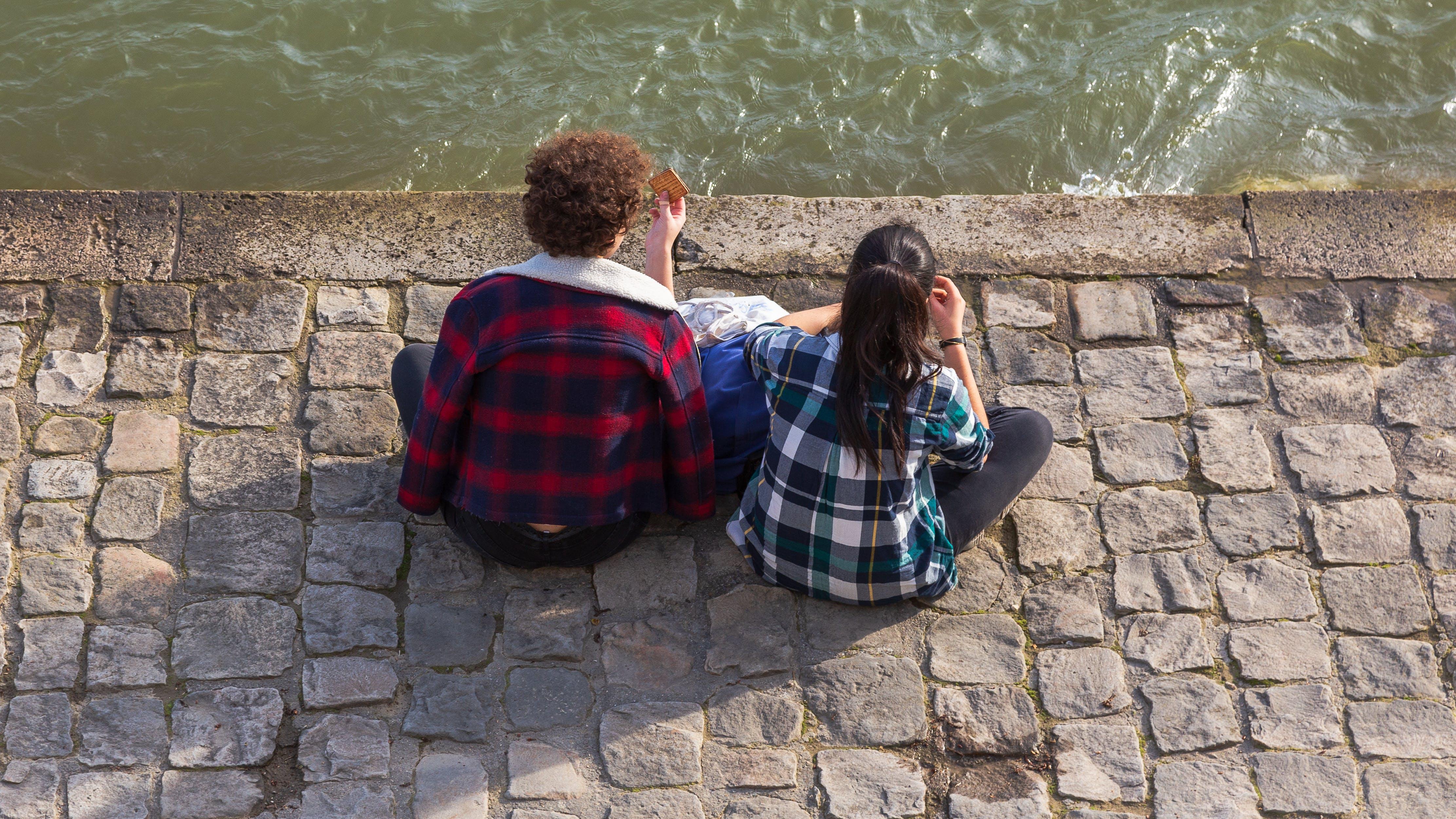Free stock photo of bestfriends, embankment, girls, sit
