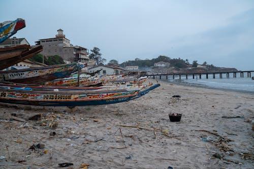 Kostenloses Stock Foto zu atlantischer ozean, bewölkt, boot, fischmarkt