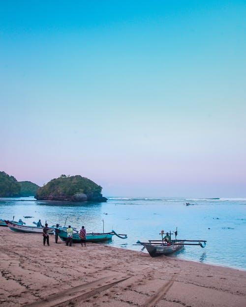 Darmowe zdjęcie z galerii z lato, łodzie, ludzie, morze