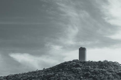 Kostenloses Stock Foto zu architektur, bäume, berg, bewölkt