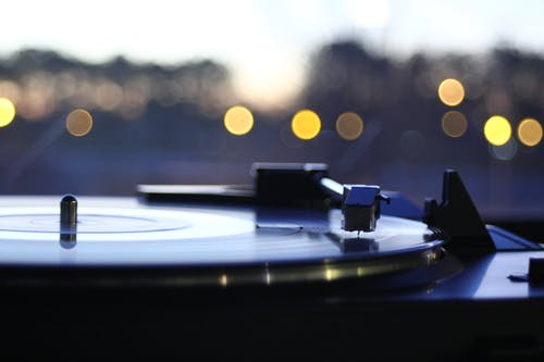 Foto stok gratis alat musik, alat pemutar piringan hitam, cahaya, catatan fonograf