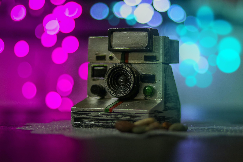 Kostenloses Stock Foto zu alte kamera, audio, ausrüstung, blau