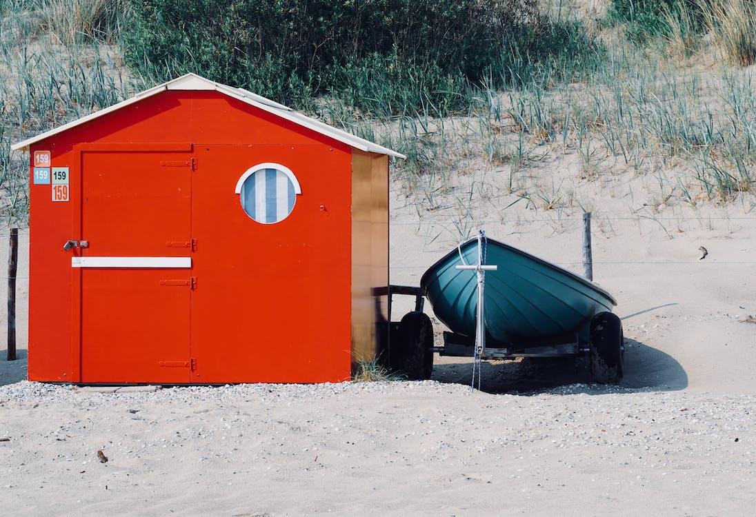 άμμος, βάρκα, γρασίδι