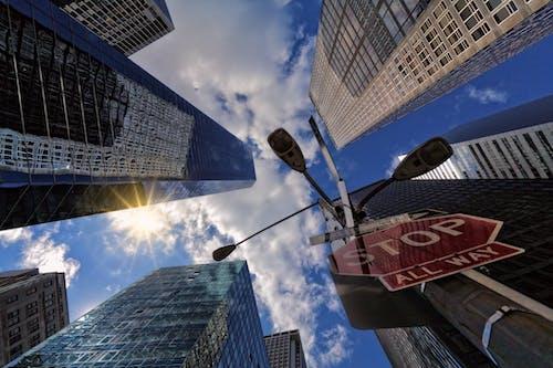 停止標誌, 城市, 市中心, 建築 的 免费素材照片