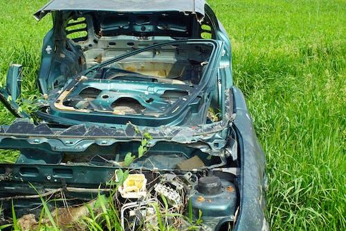 Ingyenes stockfotó autó alkatrészek, elhagyott autó, fű témában