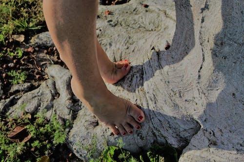 Fotobanka sbezplatnými fotkami na tému bosé nohy
