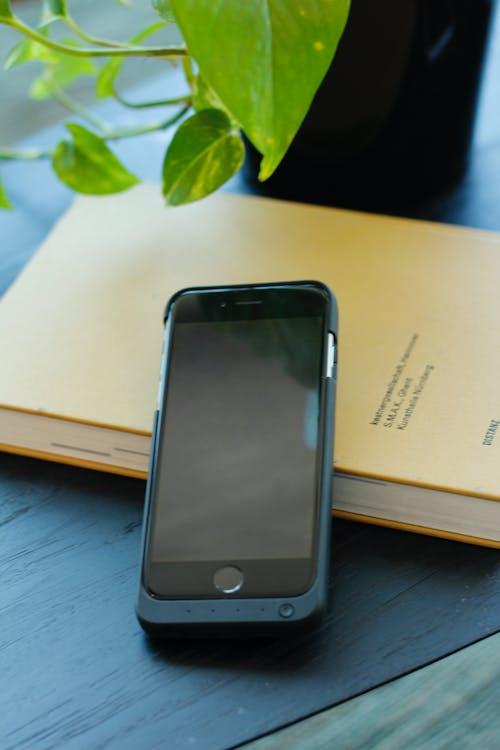 Photos gratuites de celular, centrale, iphone, pièce confortable
