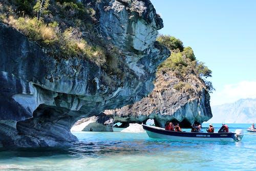 Fotobanka sbezplatnými fotkami na tému cestovný ruch, jaskyňa, krajina pri mori, loď