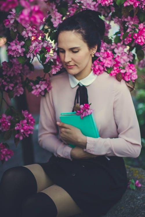 Gratis lagerfoto af blomster, flora, kvinde, mode