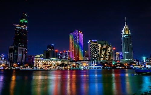 Ilmainen kuvapankkikuva tunnisteilla arkkitehtuuri, heijastus, ilta, kaupunki