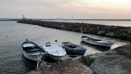 Základová fotografie zdarma na téma člun, moře, západ slunce