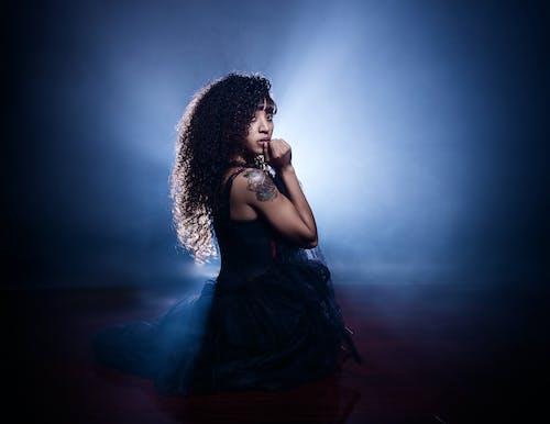 Základová fotografie zdarma na téma černá holka, černoška, dáma, držení těla