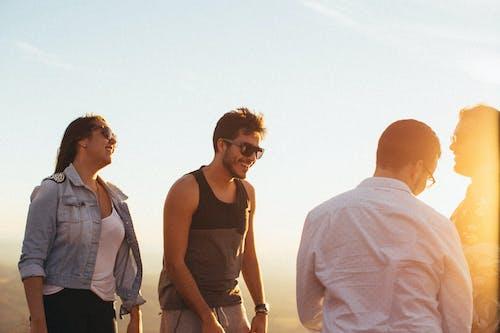 Ilmainen kuvapankkikuva tunnisteilla auringonlasku, hauska, ihmiset, naine
