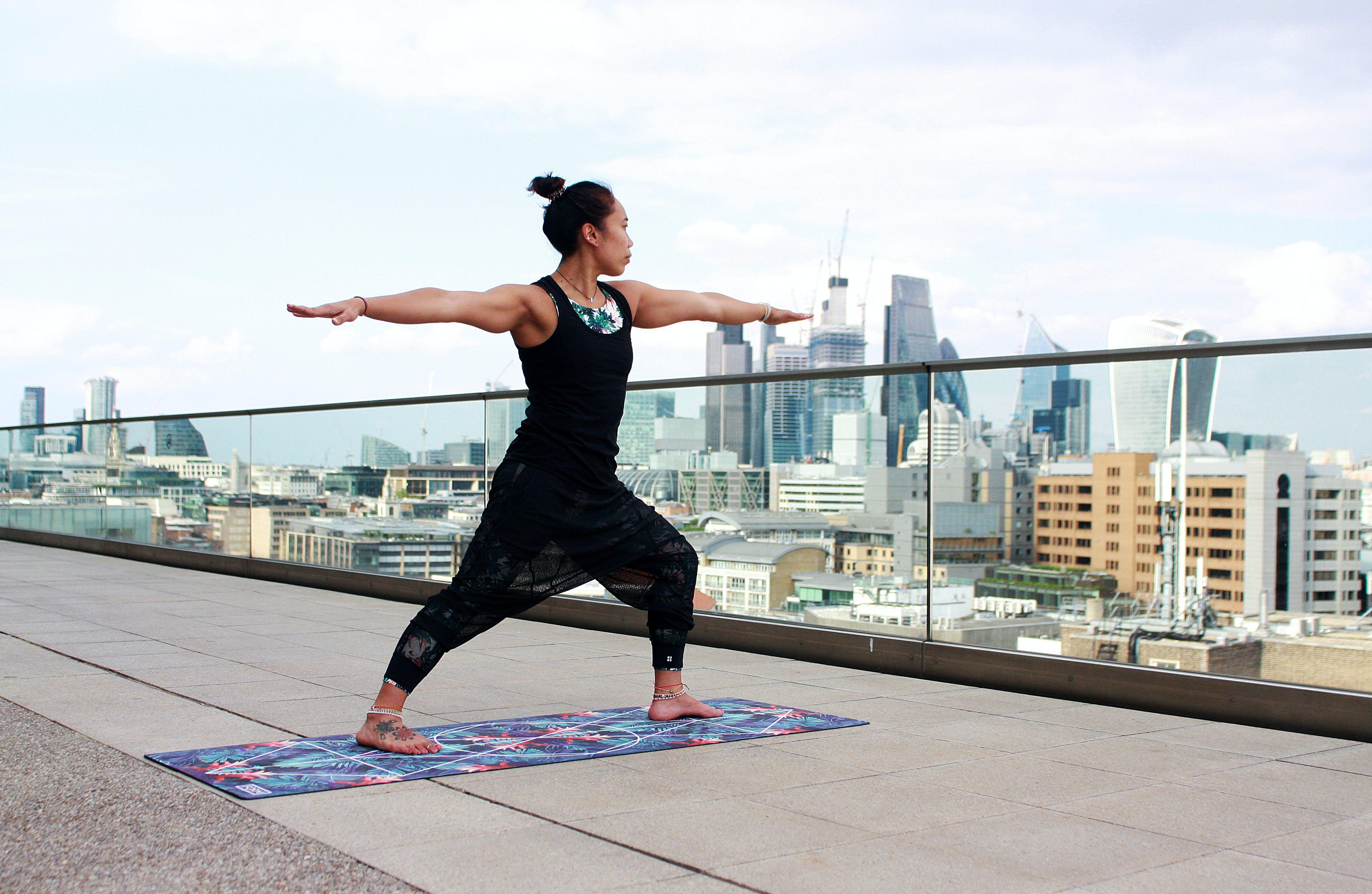 acro, Acro Yoga, asana, Avrupa içeren Ücretsiz stok fotoğraf