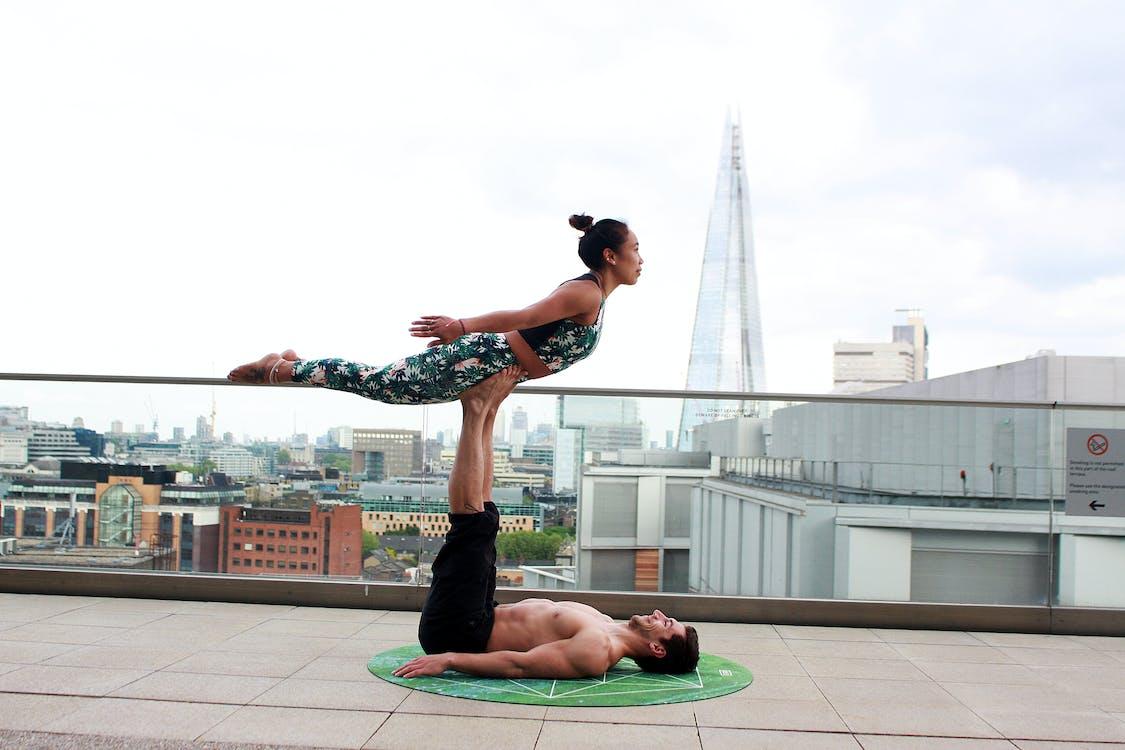 akrobatikus jóga, állóképesség, Anglia