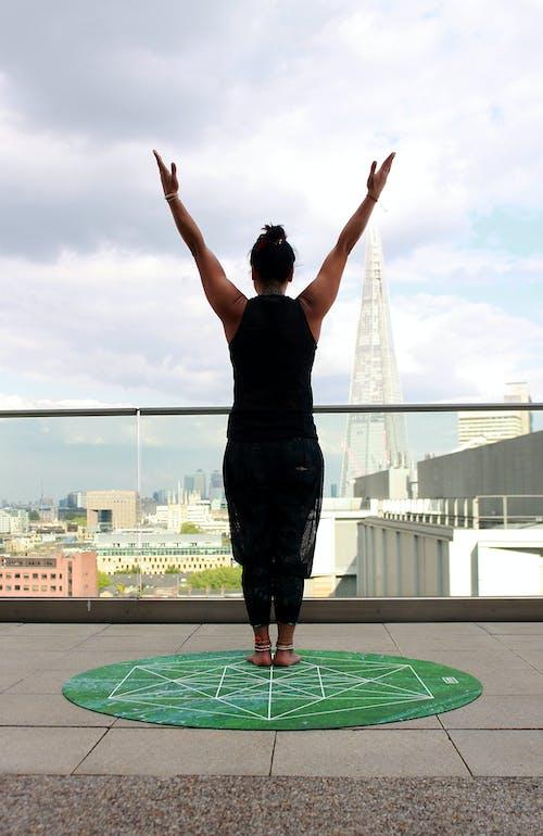 Základová fotografie zdarma na téma akro jóga, aktivní, architektura, barvy
