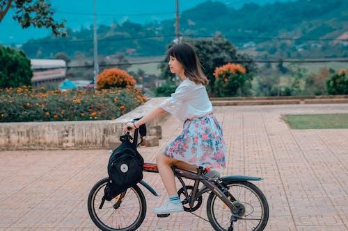 Fotobanka sbezplatnými fotkami na tému človek, cyklista, deň, dievča