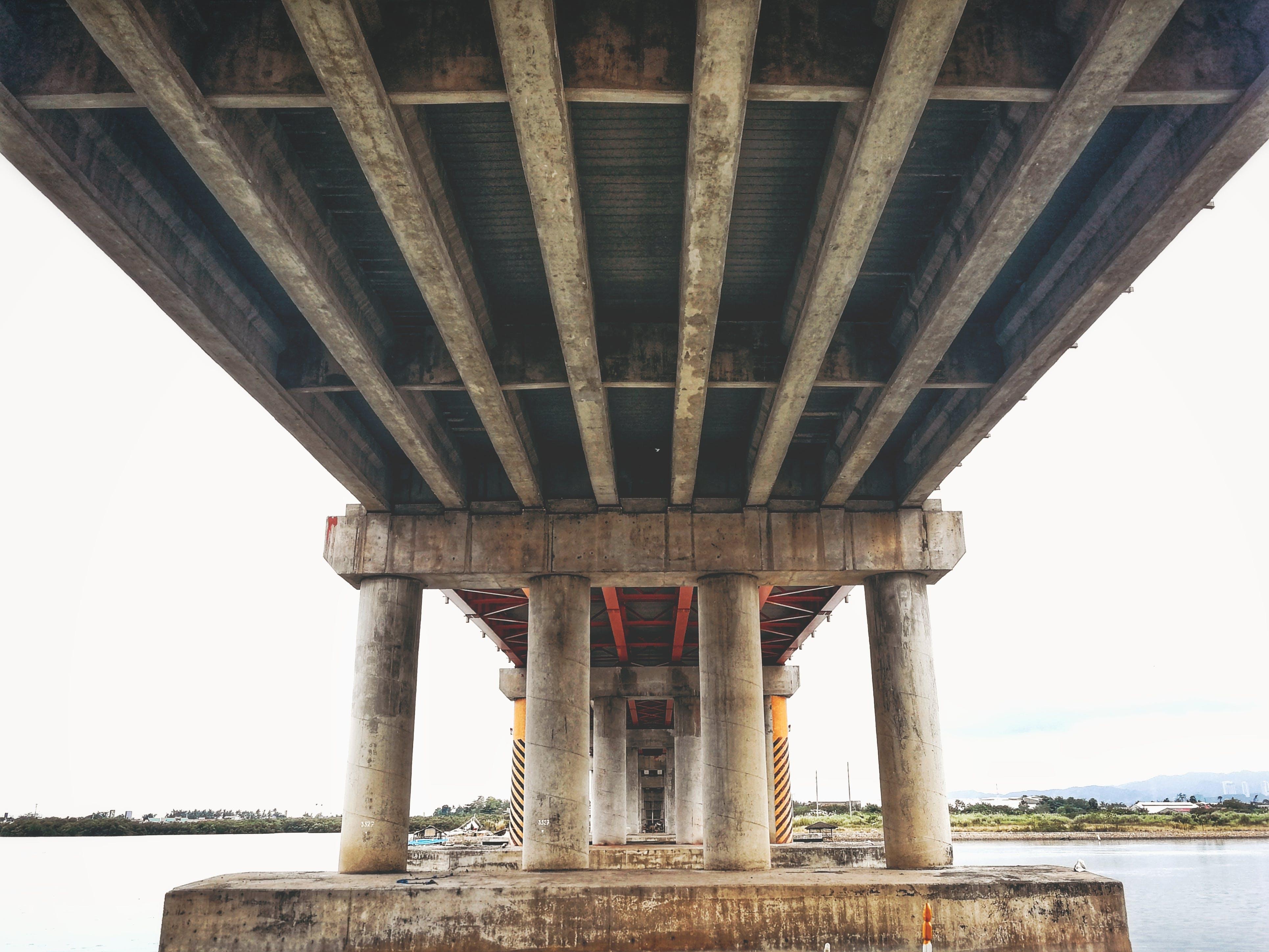 Δωρεάν στοκ φωτογραφιών με γέφυρα, δουλειά, κατασκευή, κάτω από τη γέφυρα
