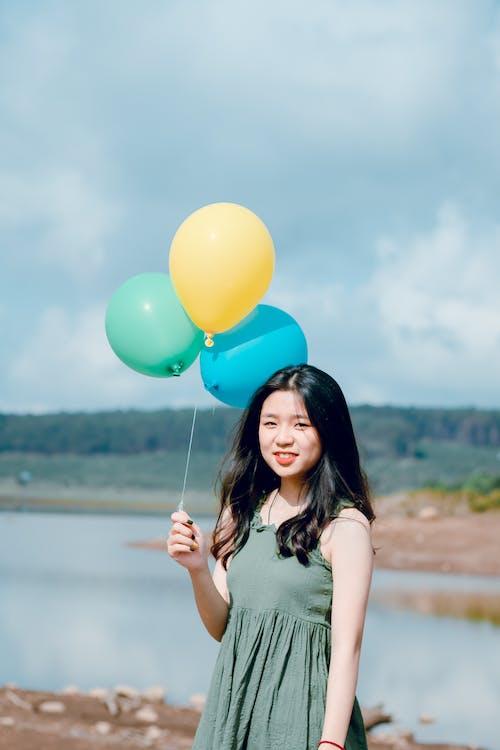 açık hava, balonlar, bir başına, boş zaman içeren Ücretsiz stok fotoğraf