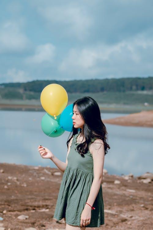 Foto profissional grátis de alegria, atraente, balões, bonitinho
