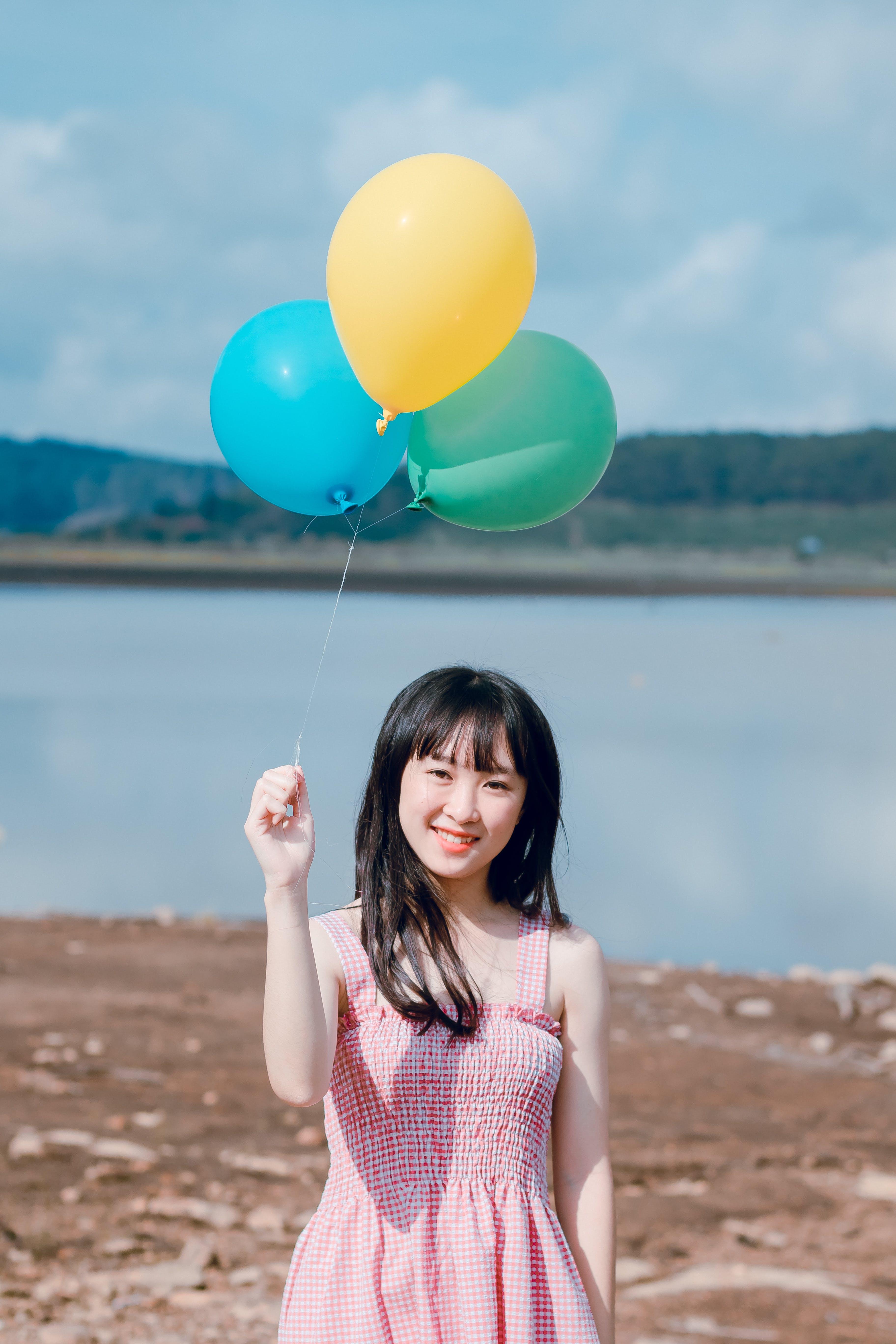 Ážijčanka, ázijské dievča, balóny
