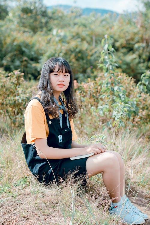 Foto profissional grátis de adolescente, atraente, bonita, descanso