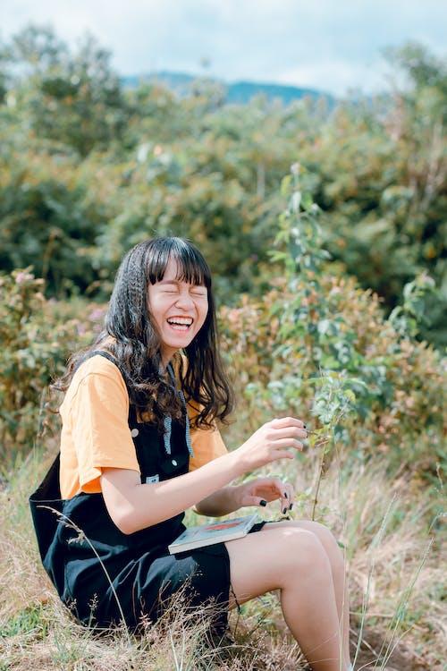 亞洲女人, 亞洲女孩, 人, 坐 的 免費圖庫相片