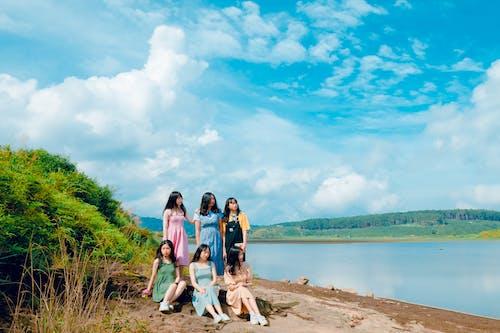 Gratis stockfoto met h2o, hemel, kameraden, meisjes