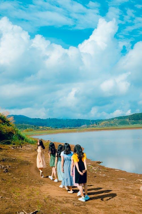 Darmowe zdjęcie z galerii z chmury, dziewczyny, kobiety, ludzie