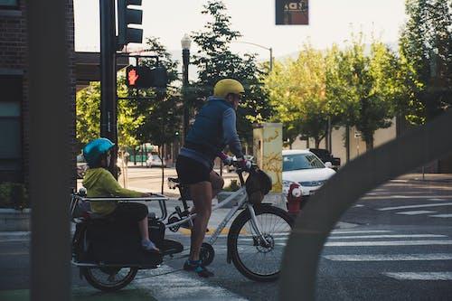 Бесплатное стоковое фото с велосипедист, город, дорога, люди