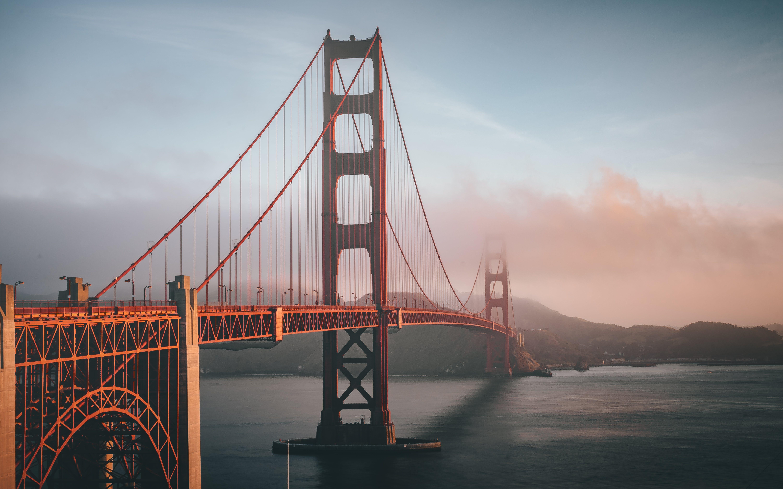 Kostenloses Stock Foto zu wahrzeichen, brücke, nebel, architektur
