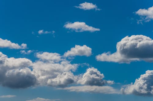 Foto d'estoc gratuïta de blau, cel, cel blau, cel ennuvolat