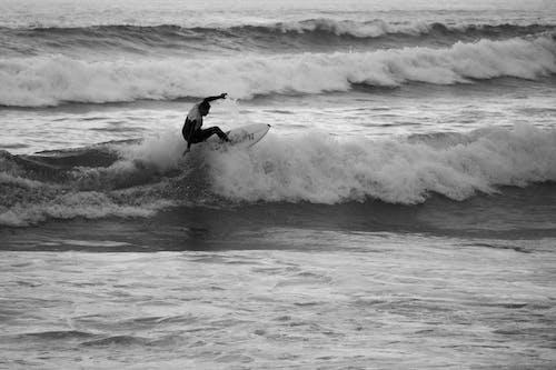 Foto d'estoc gratuïta de esports, fent surf, fer surf, mar