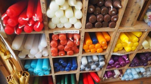 在店里的蜡烛, 多色的, 彩色的蜡烛, 彩色蜡烛 的 免费素材照片