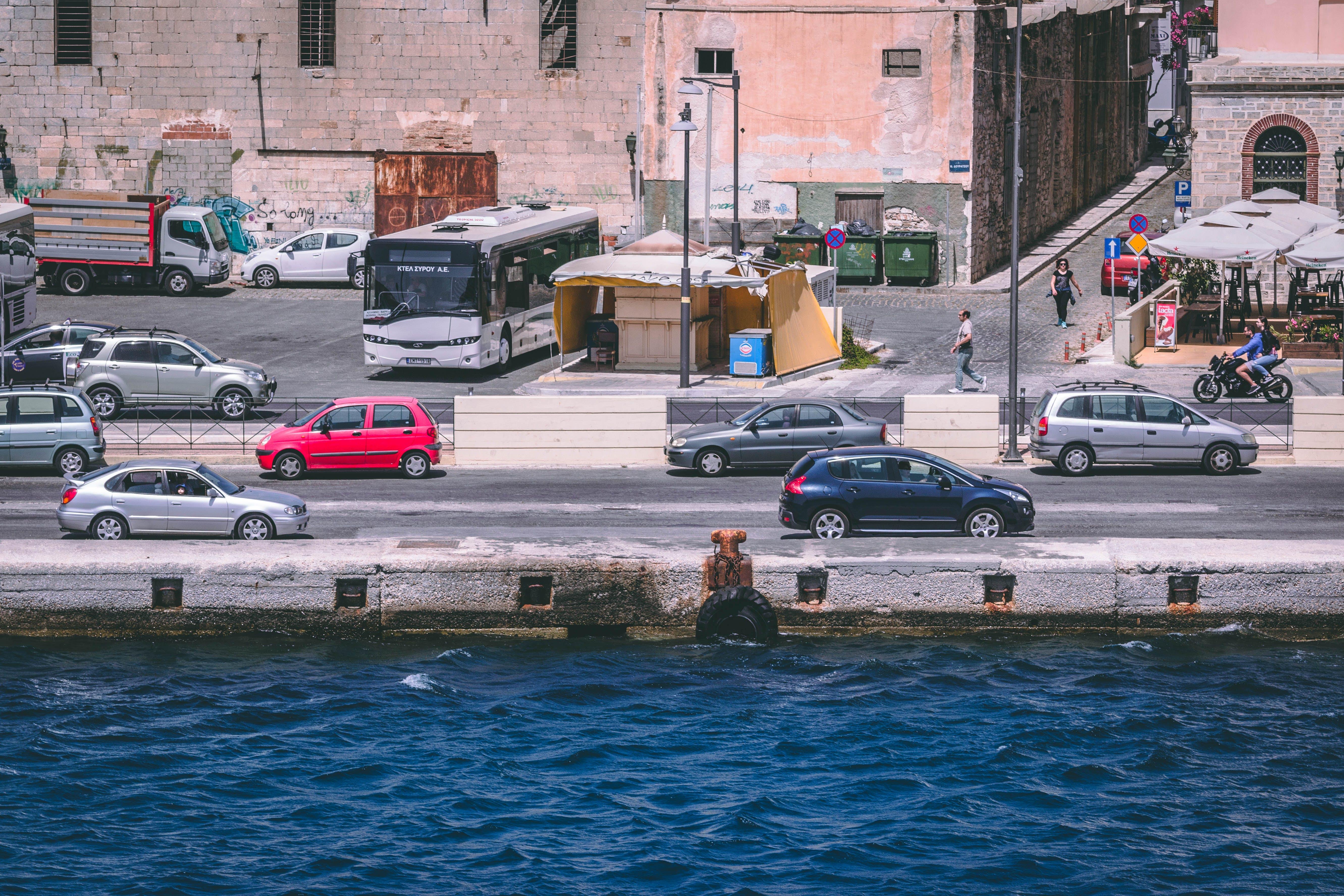 Kostenloses Stock Foto zu fahrzeug, kanal, meer, stadt