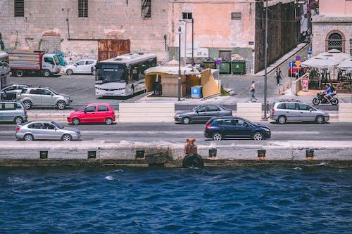 Kostnadsfri bild av byggnad, fordon, gata, hav
