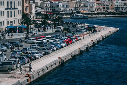 Foto d'estoc gratuïta de aigua, aparcat, arquitectura, barca