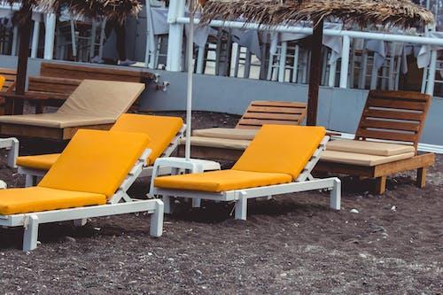 Kostenloses Stock Foto zu liegestühle, strandstuhl