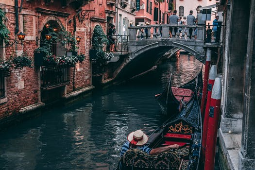 Venice's worst flood in 10 years couldn't stop this restaurant from serving pizza