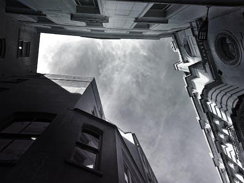 Fotobanka sbezplatnými fotkami na tému architektúra, budovy, čierna a biela, čierny abiely