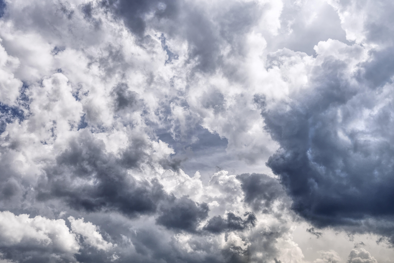 Gratis lagerfoto af blå, dramatisk, himmel, mørke skyer