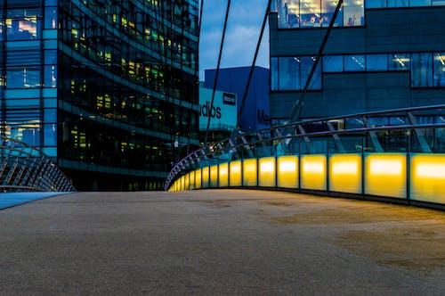 Ingyenes stockfotó belváros, építészet, épületek, fény témában