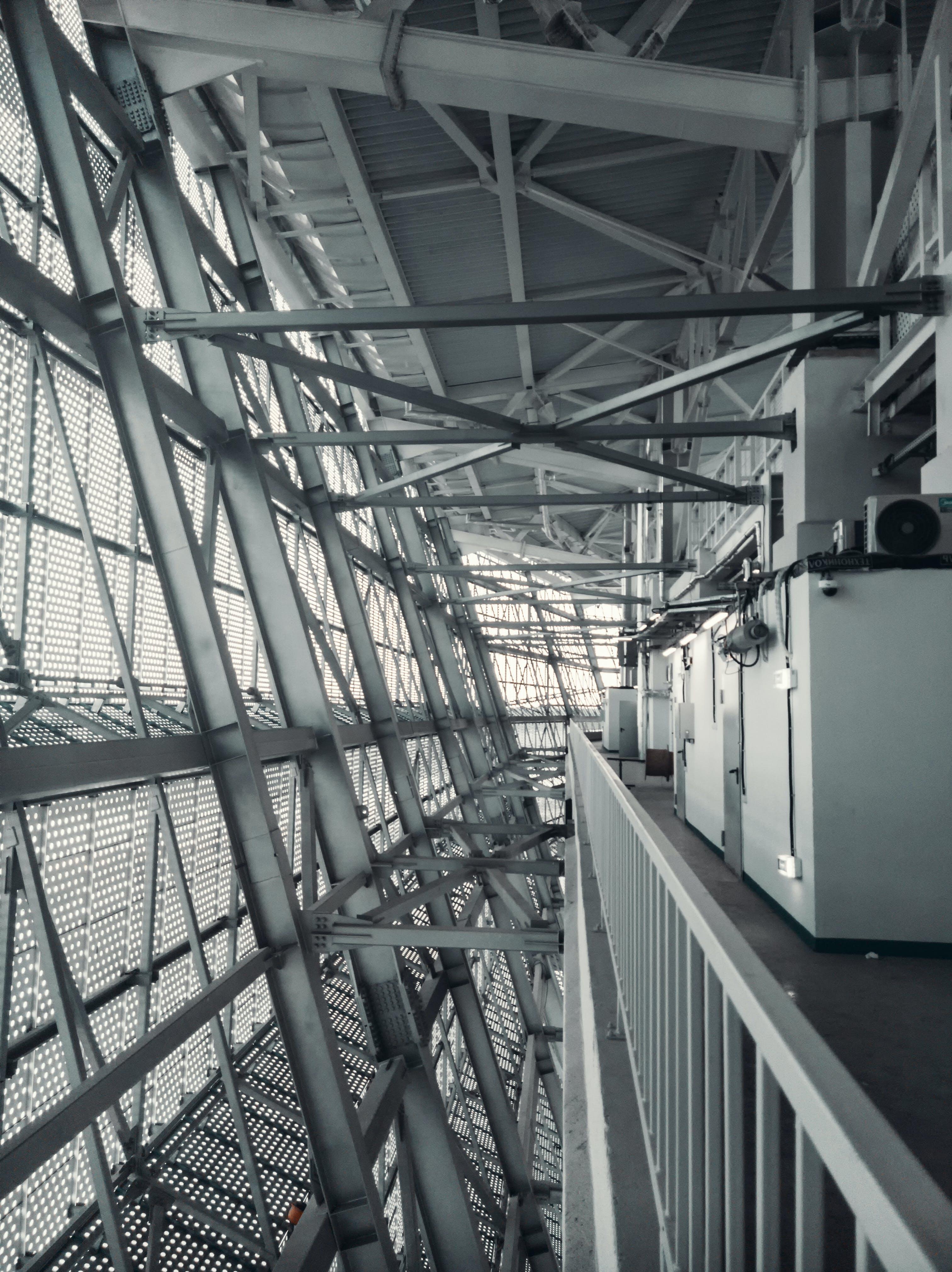Kostenloses Stock Foto zu architekturdesign, decke, design, drinnen
